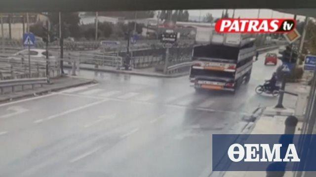 Σοκαριστικό τροχαίο στην Πάτρα: Μηχανάκι «καρφώνεται» σε νταλίκα