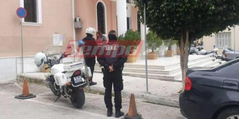 Δεκάδες πιστοί σε εκκλησία στην Πάτρα - Τους περίμενε η αστυνομία με τα πρόστιμα απ έξω