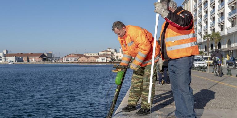 Θεσσαλονίκη: «Ψάρεψαν» 50 ηλεκτρικά πατίνια από τα νερά του Θερμαϊκού [εικόνες]