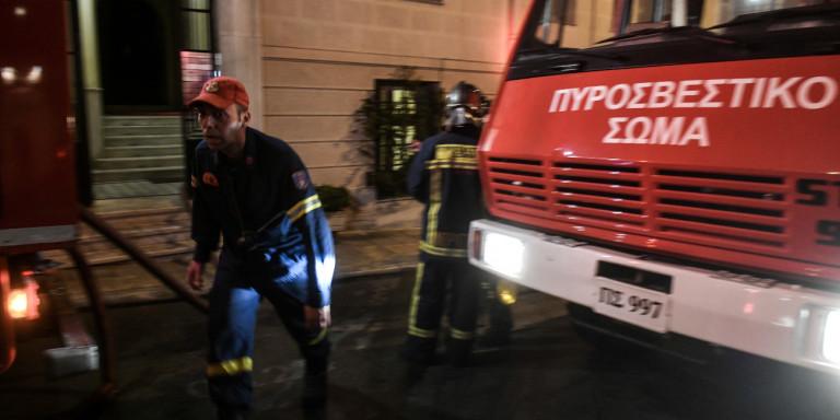 Τραγωδία στον Πειραιά: Νεκρό παιδί από πυρκαγιά σε κτίριο