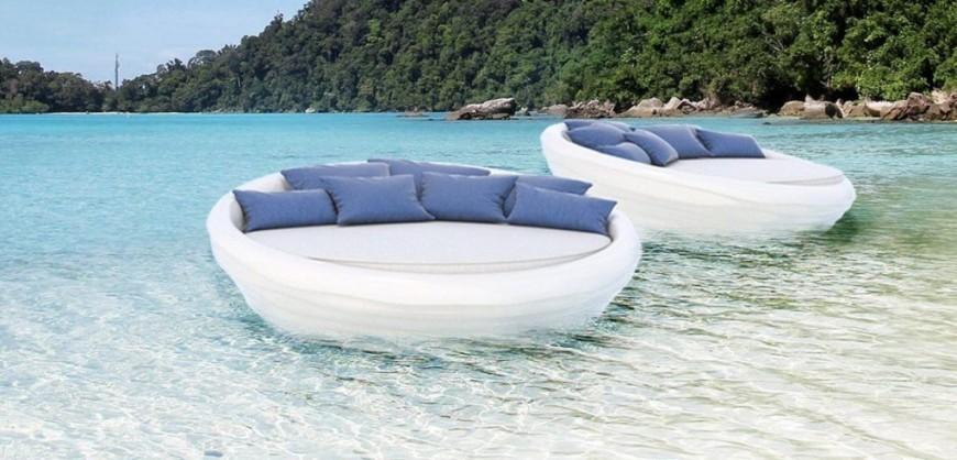Ελληνες έφτιαξαν τον πρώτο καναπέ που επιπλέει και δεν είναι φουσκωτός - Δείτε πόσο κοστίζει