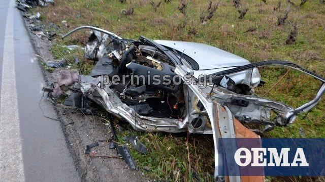 Τραγικό τροχαίο στη Λιβαδειάς - Θηβών: Κόπηκε στη μέση το αυτοκίνητο των δυο φίλων που έχασαν τη ζωή τους