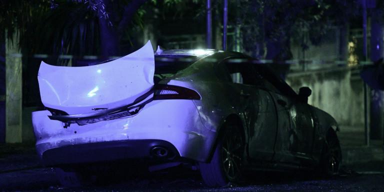 Επίθεση με εμπρηστικό μηχανισμό σε αυτοκίνητο γνωστού εκδότη [εικόνες & βίντεο]