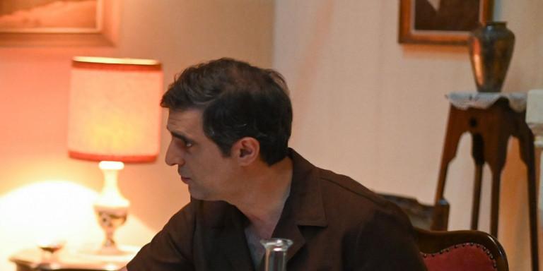 «Αγριες Μέλισσες»: Ο Μιλτιάδης μάρτυρας της κρυφής συνάντησης Ελένης και Λάμπρου -Τι θα δούμε στο επεισόδιο της Πέμπτης