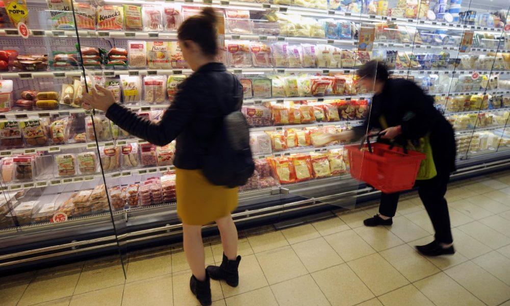 H Γαλλία αναγκάζει τα σουπερμάρκετ να δίνουν το απούλητο φαγητό στους φτωχούς