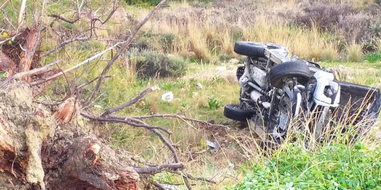 Τροχαίο ατύχημα στο Ηράκλειο Κρήτης -Μητέρα και κόρη κατέληξαν στον γκρεμό [εικόνες]