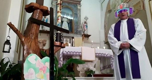 Ιερέας μετέδωσε live στο Facebook λειτουργία αλλά κατά λάθος ενεργοποίησε τα φίλτρα