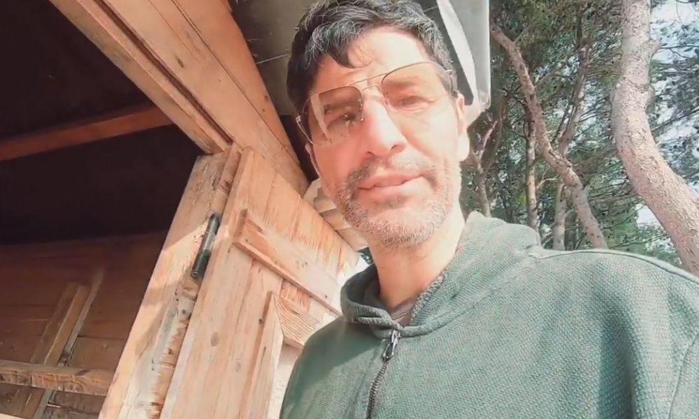 Ο Σάκης Ρουβάς μας δείχνει το κοτέτσι του σπιτιού του: Ο νέος μήνας μας βρήκε με γεννητούρια