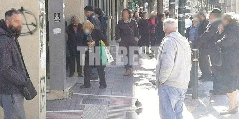 Πάτρα: Ατελείωτες ουρές στις τράπεζες για συντάξεις [εικόνες]