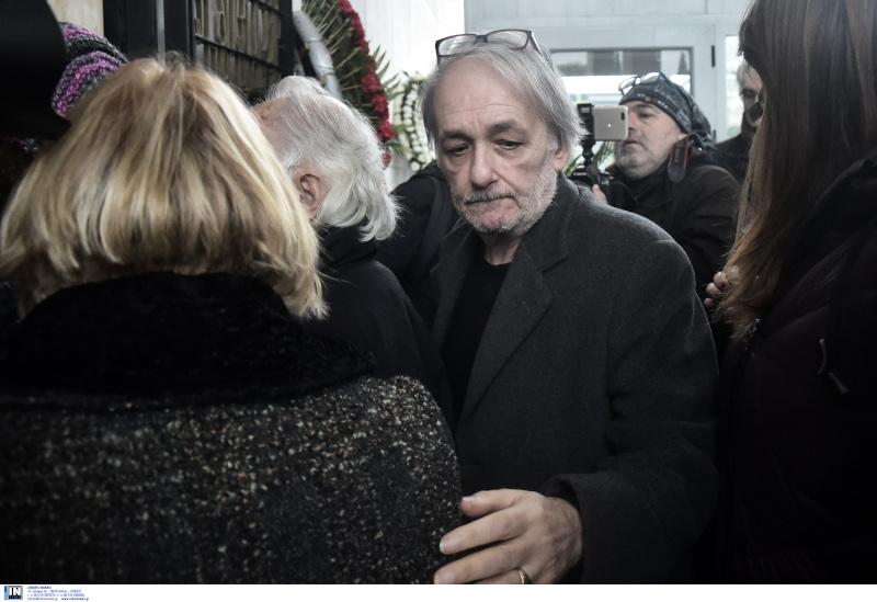 Απαρηγόρητος ο Ανδρέας Μικρούτσικος στην κηδεία του αδερφού του, Θάνου