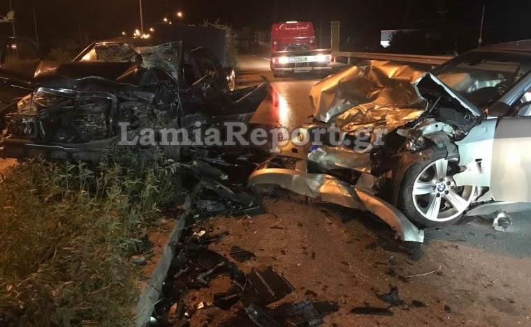 Αυτοκίνητα διαλυμένα μετά από σύγκρουση σε τροχαίο