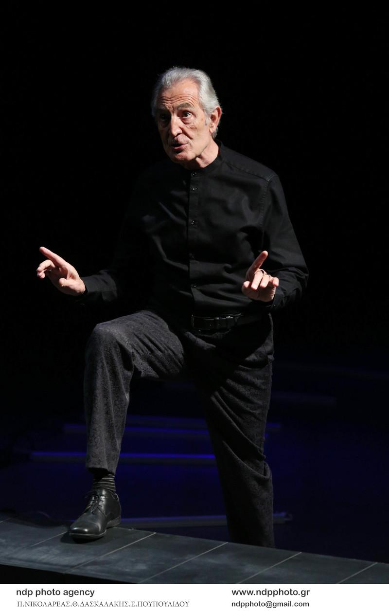 Ο Γιώργος Κοτανίδης στη σκηνή